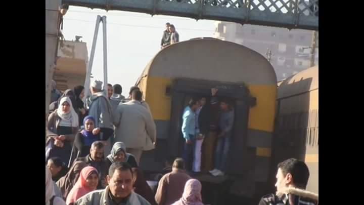 إضراب سائقي تلا.. وزحام وضغط شديد على محطة القطارات