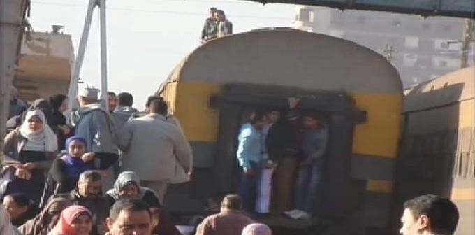بالصور والفيديو.. إضراب سائقي تلا.. وزحام وضغط شديد على محطة القطارات
