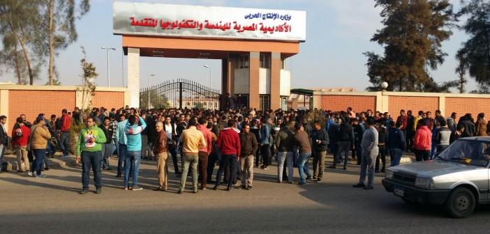 بالصور والفيديو.. متقدمون لوظائف «الإنتاج الحربي» يتظاهرون بعد إلغاء اختبارات التعيين