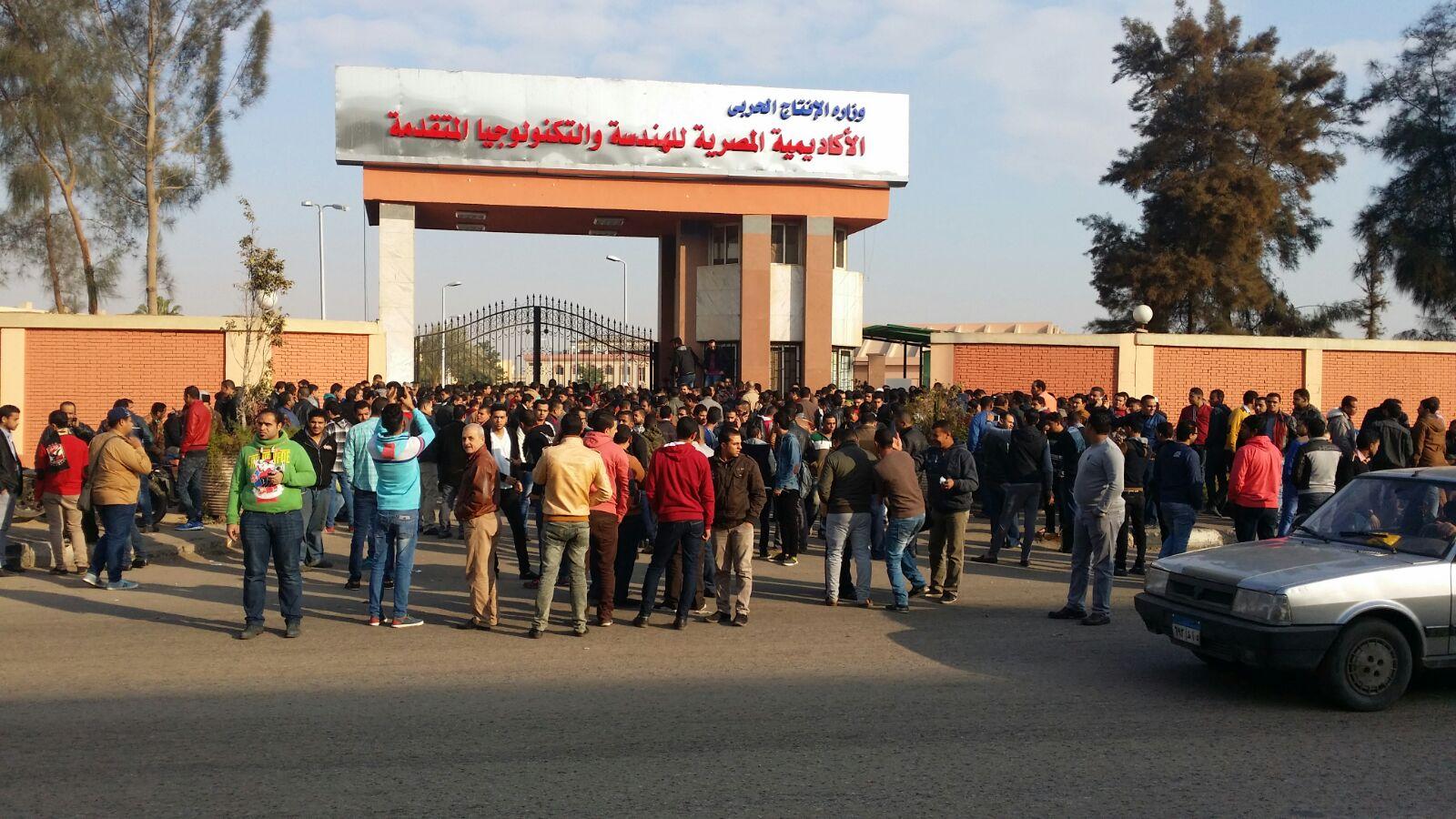متقدمون لوظائف «الإنتاج الحربي» يتظاهرون بعد إلغاء اختبارات التعيين