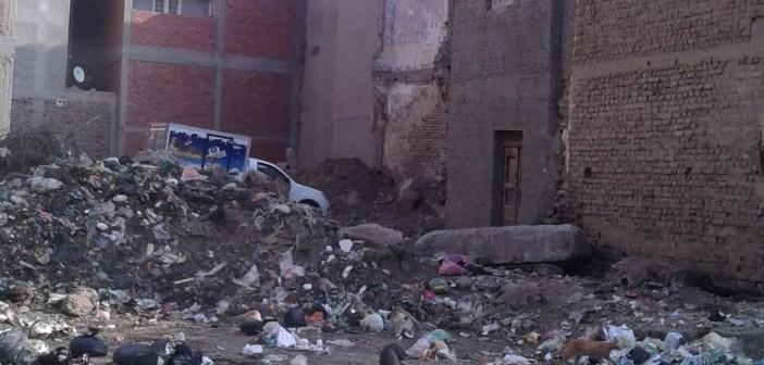 مقلب قمامة وسط تجمع سكني بالإبراهيمية يهدد حياة المواطنين