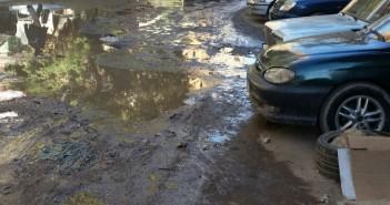 الحكومة «نايمة».. انفجار ماسورة مياه يغرق شارع بالهرم منذ أسبوع