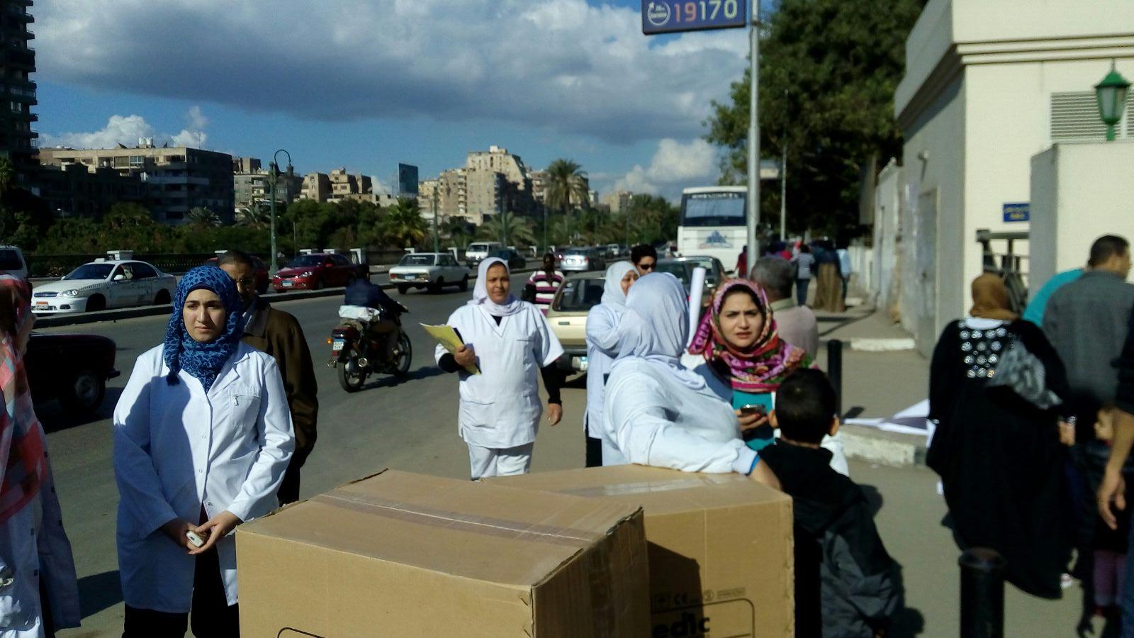 وقفة احتجاجية للعاملين في «هرمل» ضد مدير المستشفى الجديد
