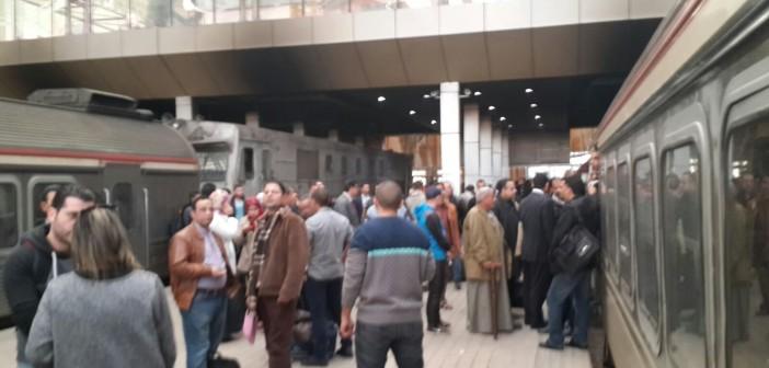 🚊 ركاب قطار الإسماعيلية ـ القاهرة يشكون تأخر وبطء حركته: «مهزلة»