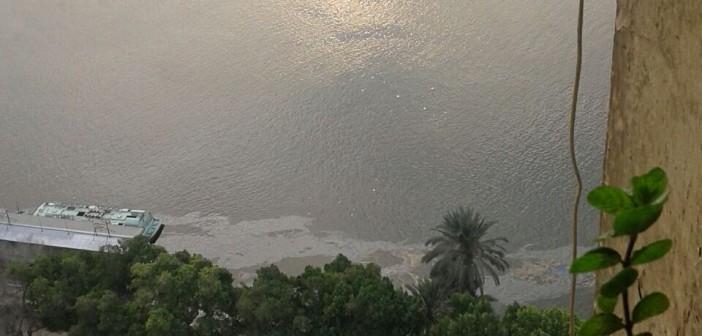 بالصورة.. كارثة.. الأتوبيسات النهرية تلوث نهر النيل ببقع الزيت