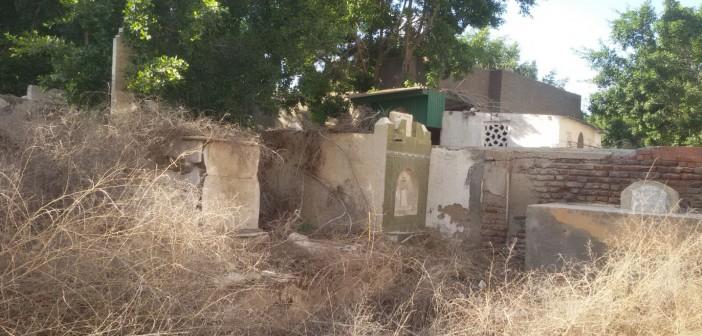 📷| إهمال مقابر دمياط.. والقمامة والمخلفات تملأ طرقاتها