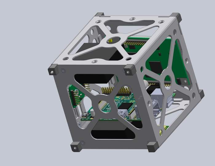 «CubeSAT».. قمر صناعي لطلاب «هندسة طيران القاهرة» و1.5 مليون جنيه تطلقه للفضاء