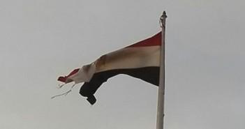 تمزق علم مصر في ميدان التحرير