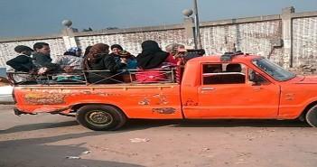 سيارات نصف نقل يستخدمها المواطنون على طريق الخيالة بالقاهرة