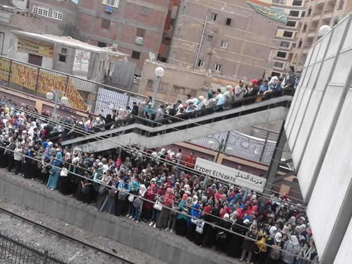 زحام محطة عزبة النخل حينما يتأخر المترو