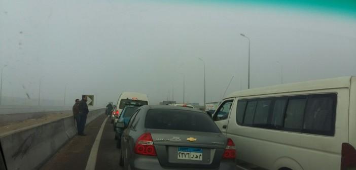 بالصور والفيديو.. شبورة كثيفة على طريق مصر ـ الإسكندرية تعرقل حركة المرور