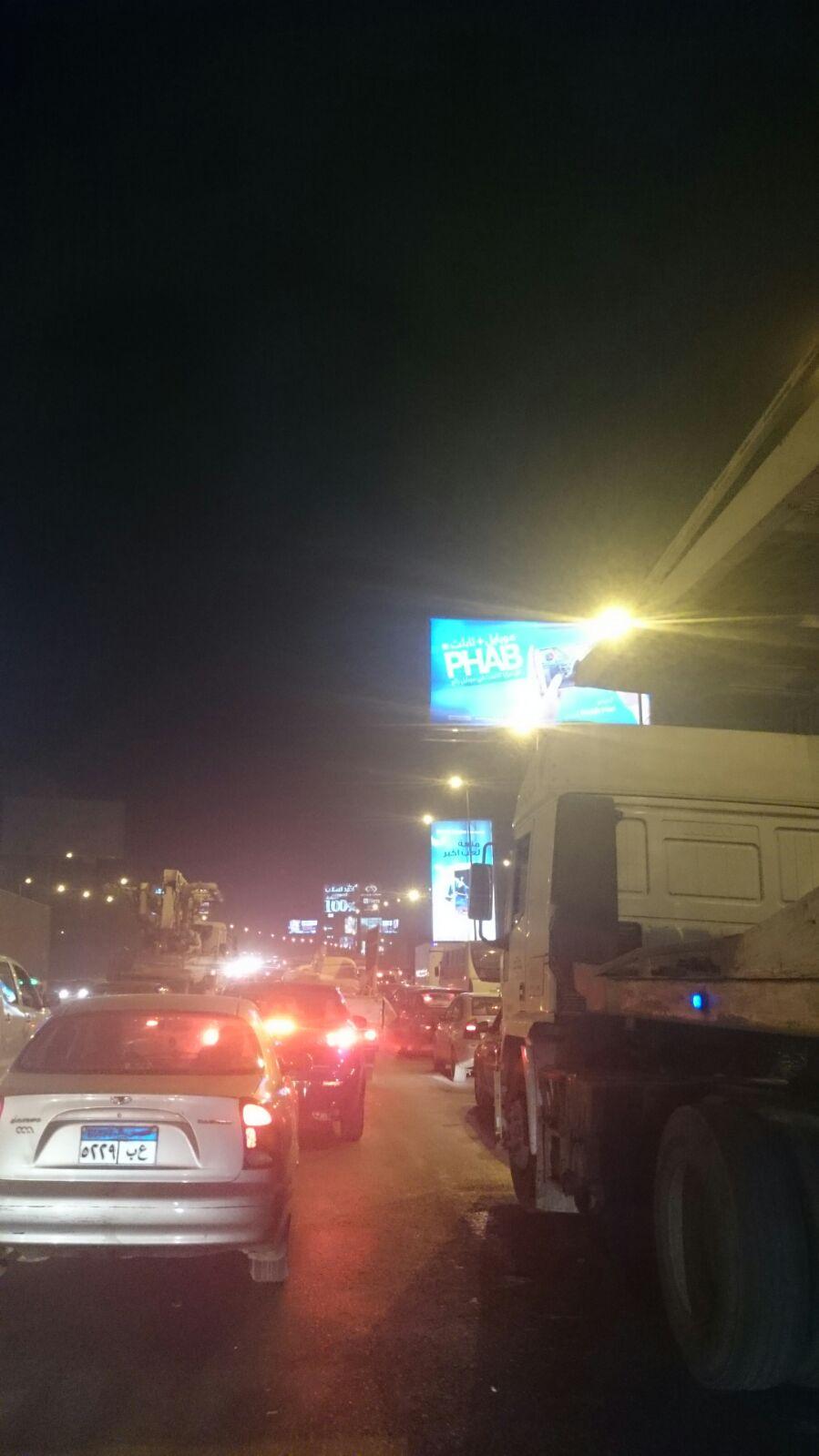 توقف الحركة عَ الدائري.. واختناق مروري تام بالقاهرة