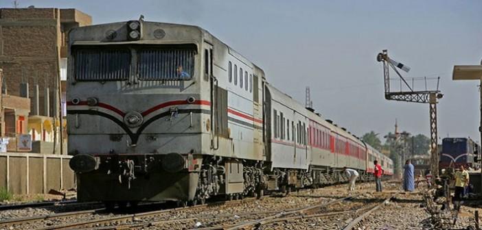 قطار يدهس مواطنًا في بنها بسبب تدافع الركاب
