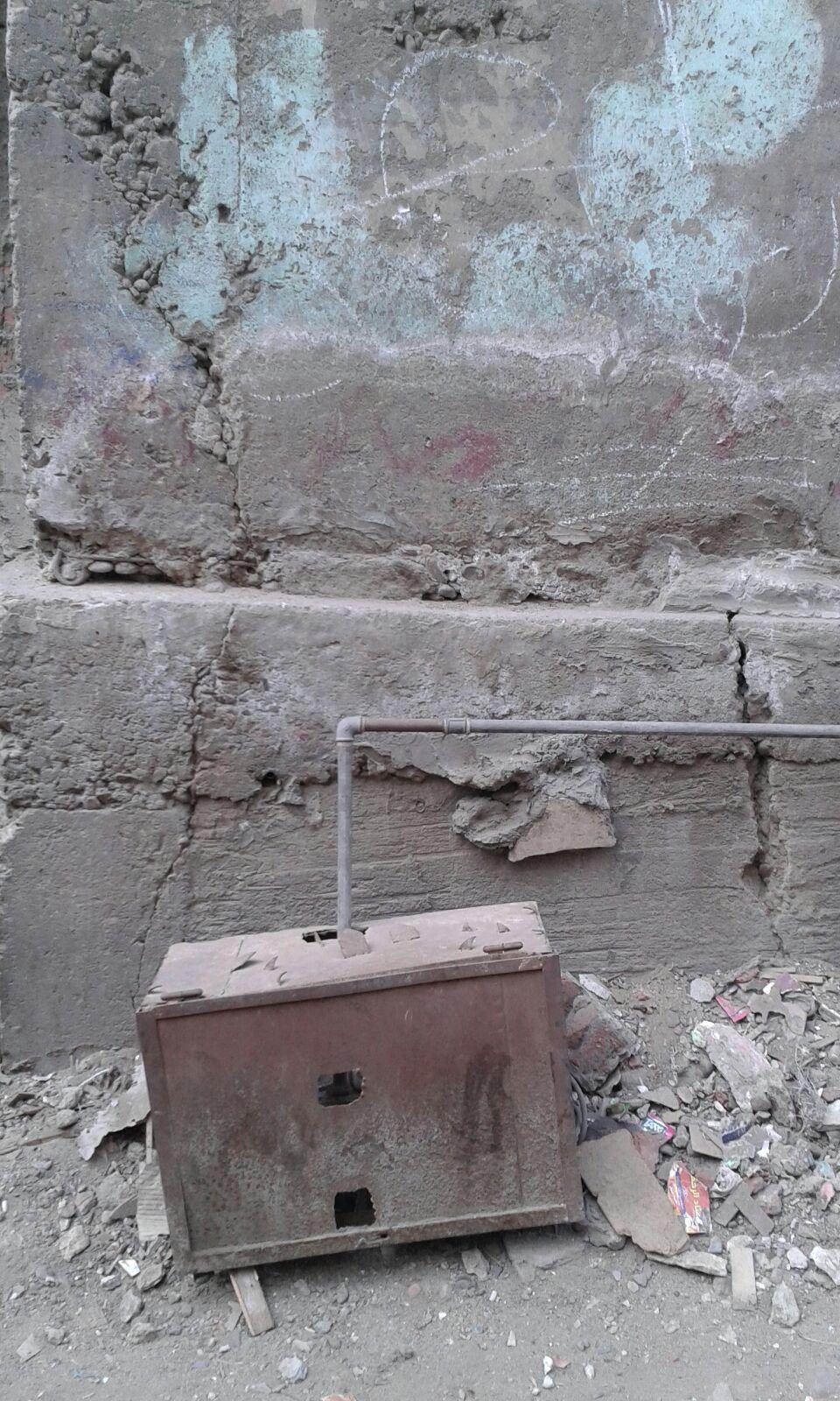 سكان «إيواء الدويقة» يحذرون من انهيارها: «المسؤولون تركونا لحين ميسرة»