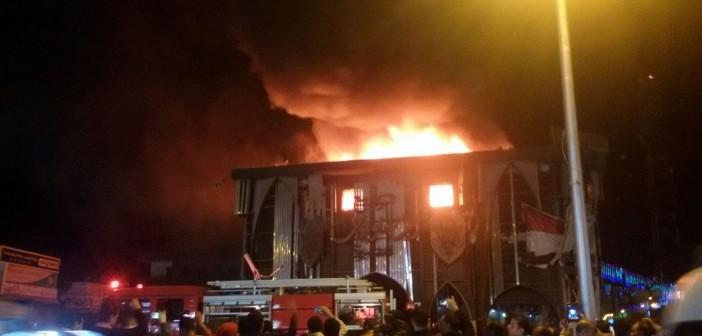 بالصور.. اندلاع حريق هائل بشركة بيع المصنوعات بالغردقة