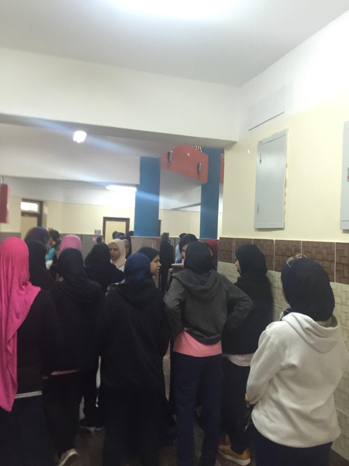 اعتصام طلاب مدرسة المتفوقين بالدقهلية: مدرسون ضربونا وهددونا