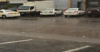 سقوط أمطار غزيرة بالكويت.. وطقس غير معتدل يسود الأجواء