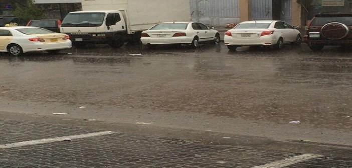 📷| أمطار غزيرة بالكويت.. وطقس غير معتدل يسود الأجواء