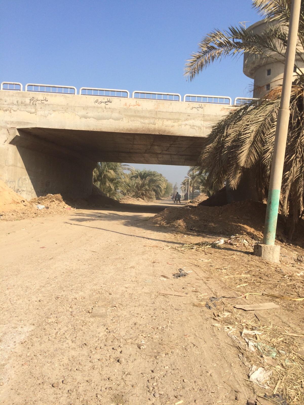 صور.. كوبري على الطريق الصحراوي يشهد عمليات سرقة للسيارات