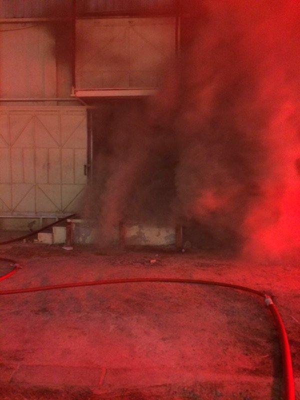 حريق هائل في أحد مصانع منطقة الشويخ الصناعية بالكويت