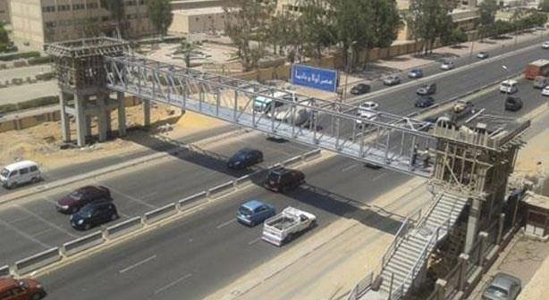 سكان «الشروق» يطالبون الحكومة بكوبري لعبور المشاة الطريق السريع