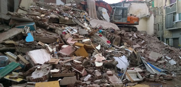 📷| بالصور.. 5 أسر ترفض تسلم 100 جنيه بعد انهيار منزلها بالبحيرة