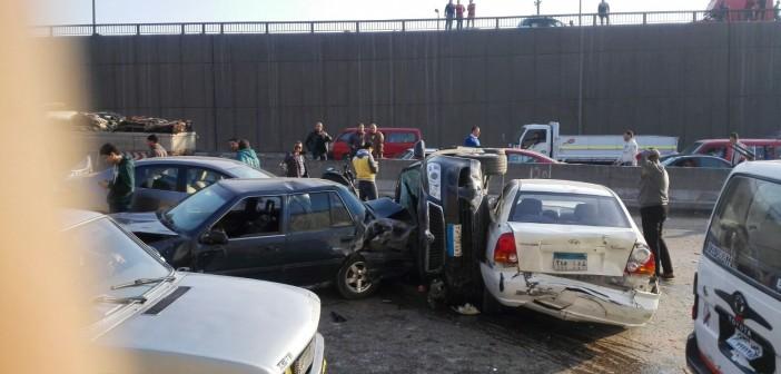 بالصور.. «معجنة» للسيارات عَ الدائري بأول نفق السلام بعد تصادم مروع