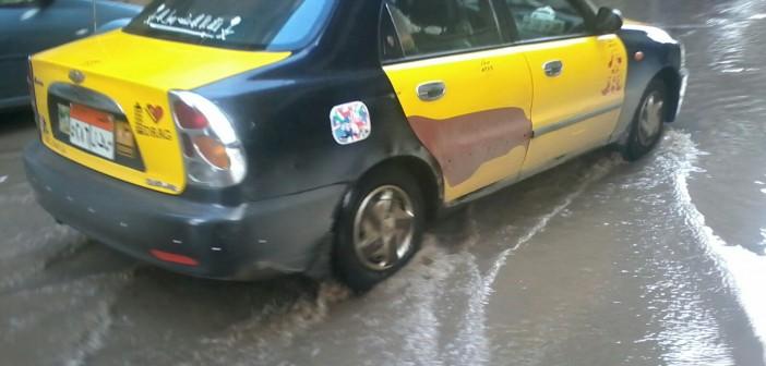 بالصور.. أمطار غزيرة تغرق شوارع محرم بك بالإسكندرية