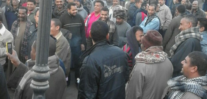 عمال ألومنيوم نجع حمادي يواصلون اعتصامهم لليوم الثاني