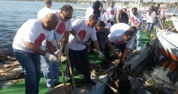 حملة لتنظيف نهر النيل بالأقصر من مخلفات الفنادق والبواخر العائمة