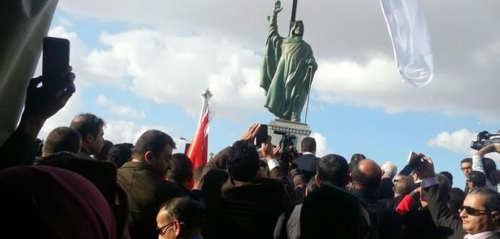 📷| بالصور.. إزاحة الستار عن تمثال الشيخ زايد بحضور وزير الإسكان وسفير الإمارات