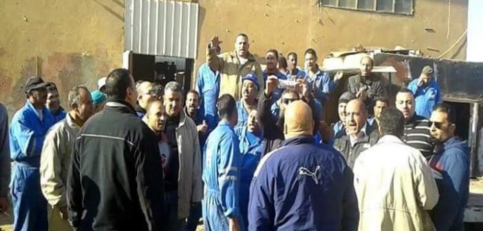 بالصور.. عمال قناة السويس المُضربين يرفضون عرض زيادة بدل الوجبة 10 جنيهات