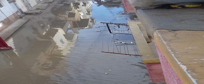 بالصور.. مياه الأمطار تغرق شوارع إدكو بالبحيرة