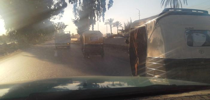 حوادث متكررة على طريق الإسماعيلية.. ومطالب للمرور بوضع لوحات عَ «التوتوك»