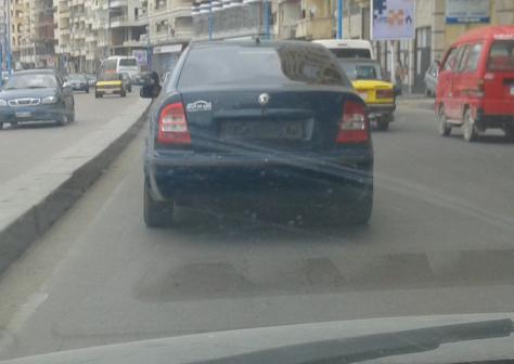 📷| صح النوم يا مرور إسكندرية.. سيارة دون لوحات تتحرك بحرية عَ الكورنيش