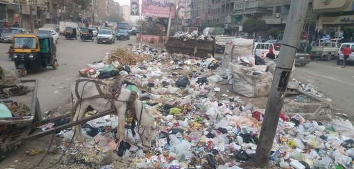 بالصور.. القمامة تغرق شرق شبرا الخيمة وسط تجاهل المسؤولين للأزمة