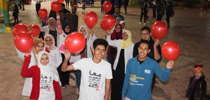اتحاد طلاب الصيدلة بجامعة النهضة يطلق حملة توعية بالإيدز في بني سويف (صور)