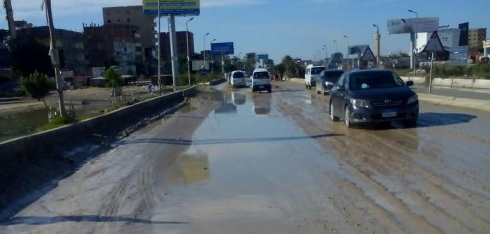 بالصور.. غرق مناطق على طريق الإسكندرية ـ مطروح في الصرف