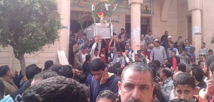 بالصور.. الآلاف يشيعون جنازة الشهيد إسلام غازي بمسقط رأسه بالدقهلية