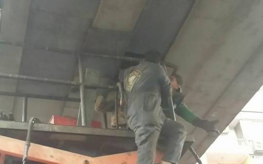 📷| انتهاء صيانة كوبري مشاه بشبرا بعدما صدمته سيارة لـ«المقاولون العرب»