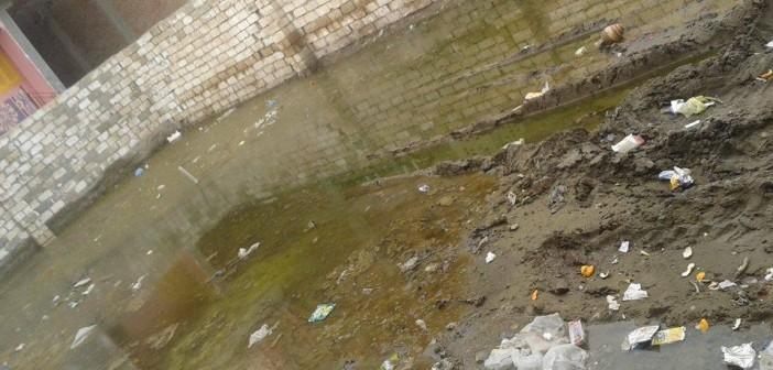 📷| الصرف يخترق بيوت في «صناديد» بالغربية