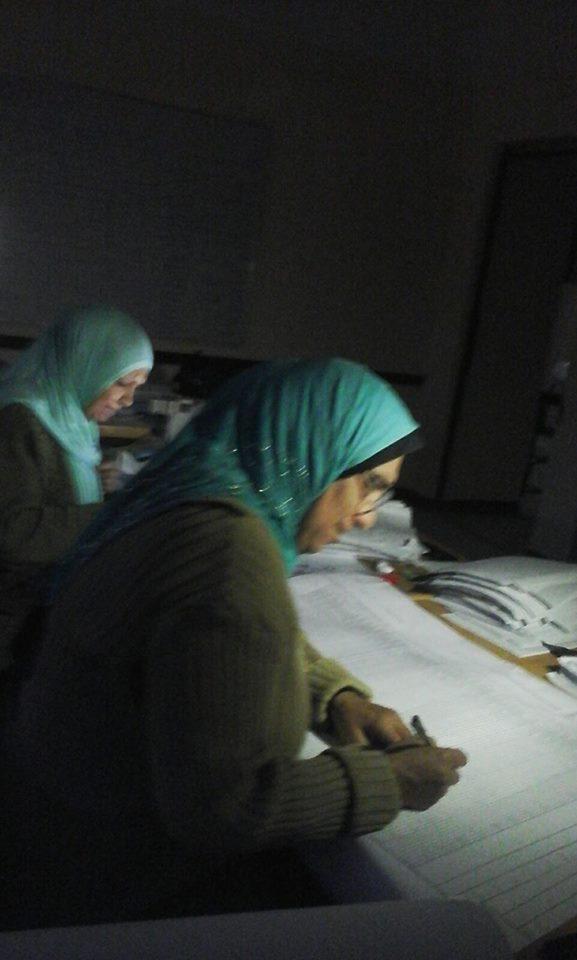تصحيح الامتحانات على أضواء الهواتف.. مدرسة بـ 6 أكتوبر بلا كهرباء منذ افتتاحها