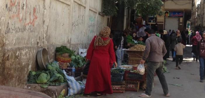 بالصور.. مدارس الإسكندرية تحت حصار القمامة والأسواق والباعة الجائلين