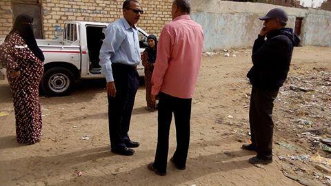 استجابة لـ«شارك».. رئيس «القصاصين الجديدة» يشرف على رفع القمامة