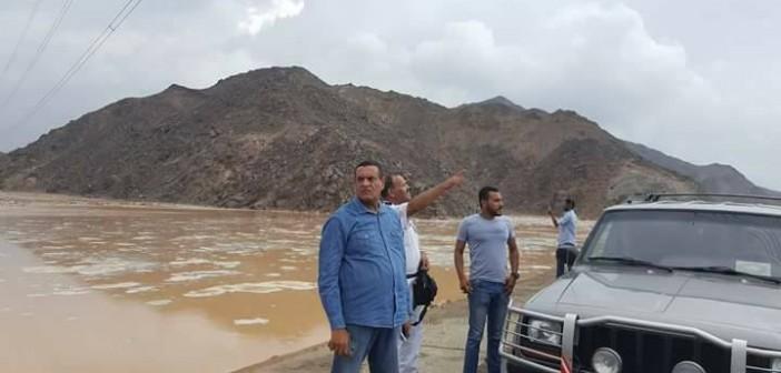 موجة من الطقس السيىء تضرب سفاجا.. ورئيس المدينة يتابع رفع آثار السيول