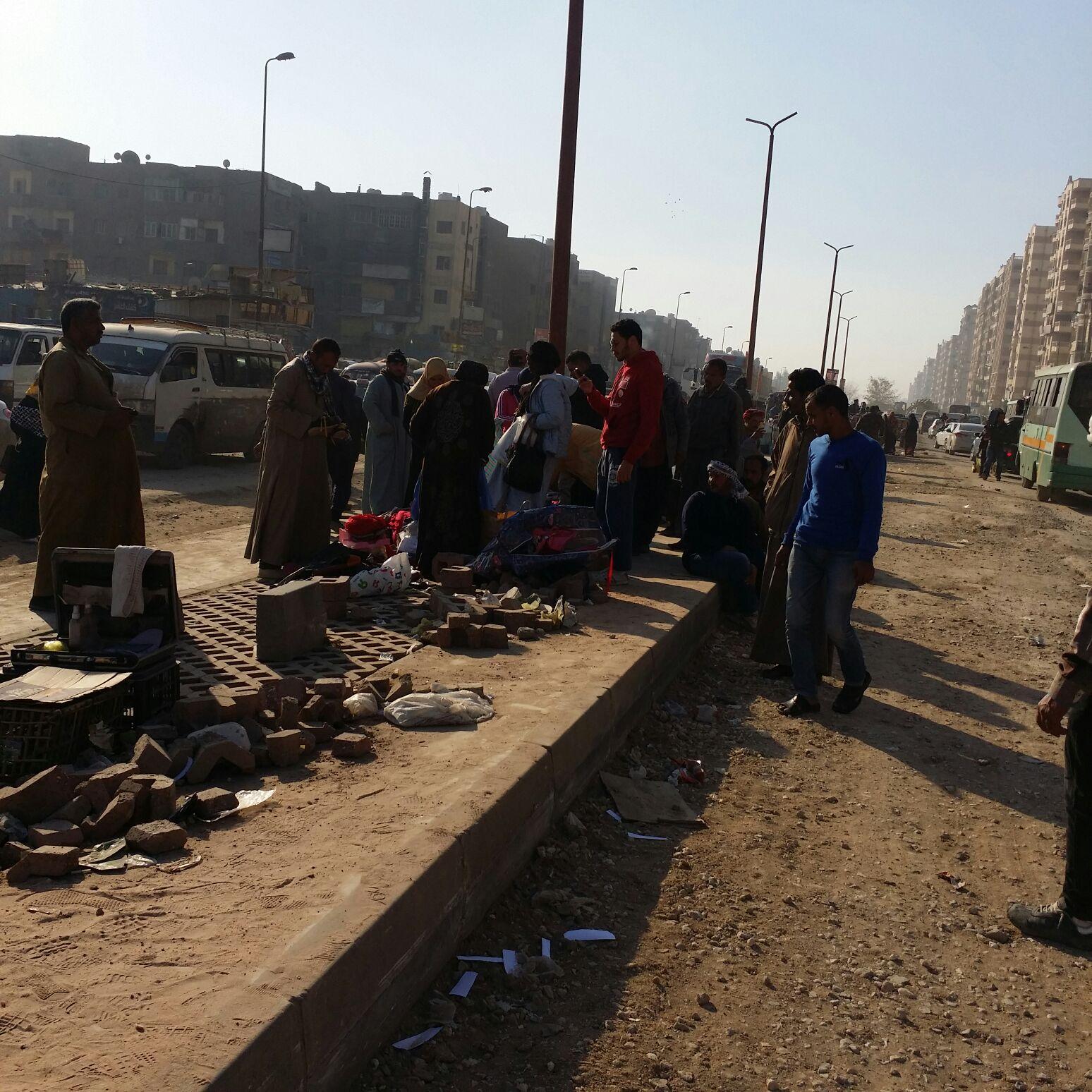 فوضى وارتباك مروري يعم شوارع الحي العاشر بمدينة نصر