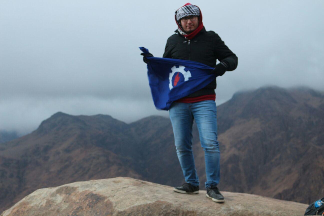 فريق «رحالة» يصعد جبال سانت كاترين مع أول شروق لـ 2016