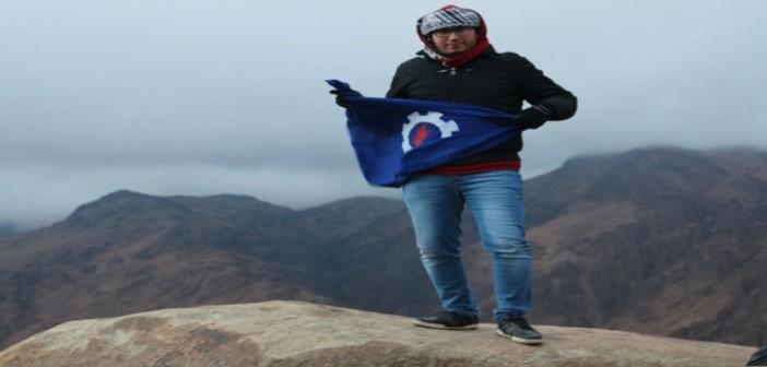 📷| #اكتشف_مصر.. «رحالة» يصعد جبال سانت كاترين مع أول شروق لـ 2016