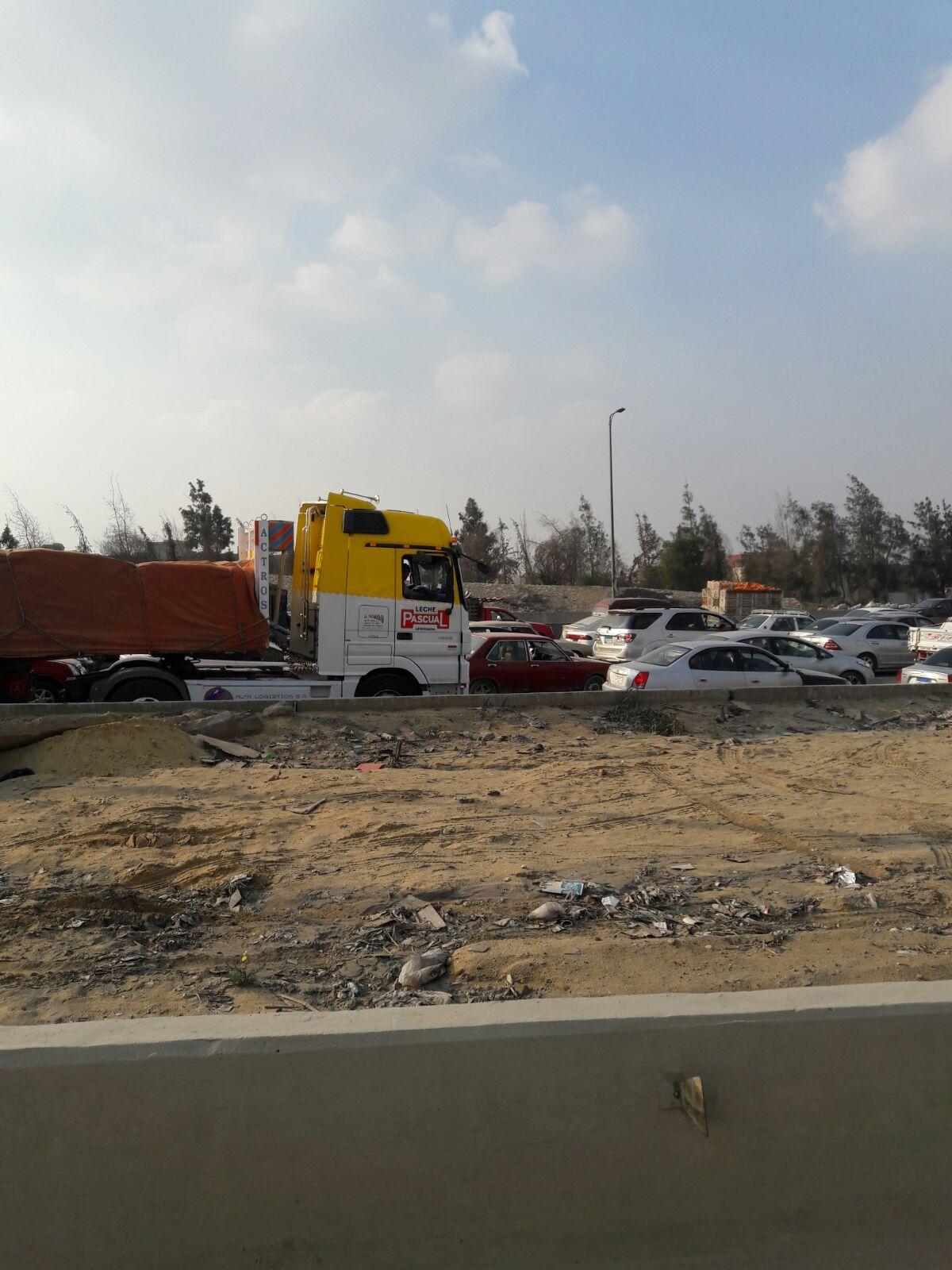 انفجار ماسورة مياه يشل حركة المرور عَ الدائري من التجمع الثالث حتى طريق المرج