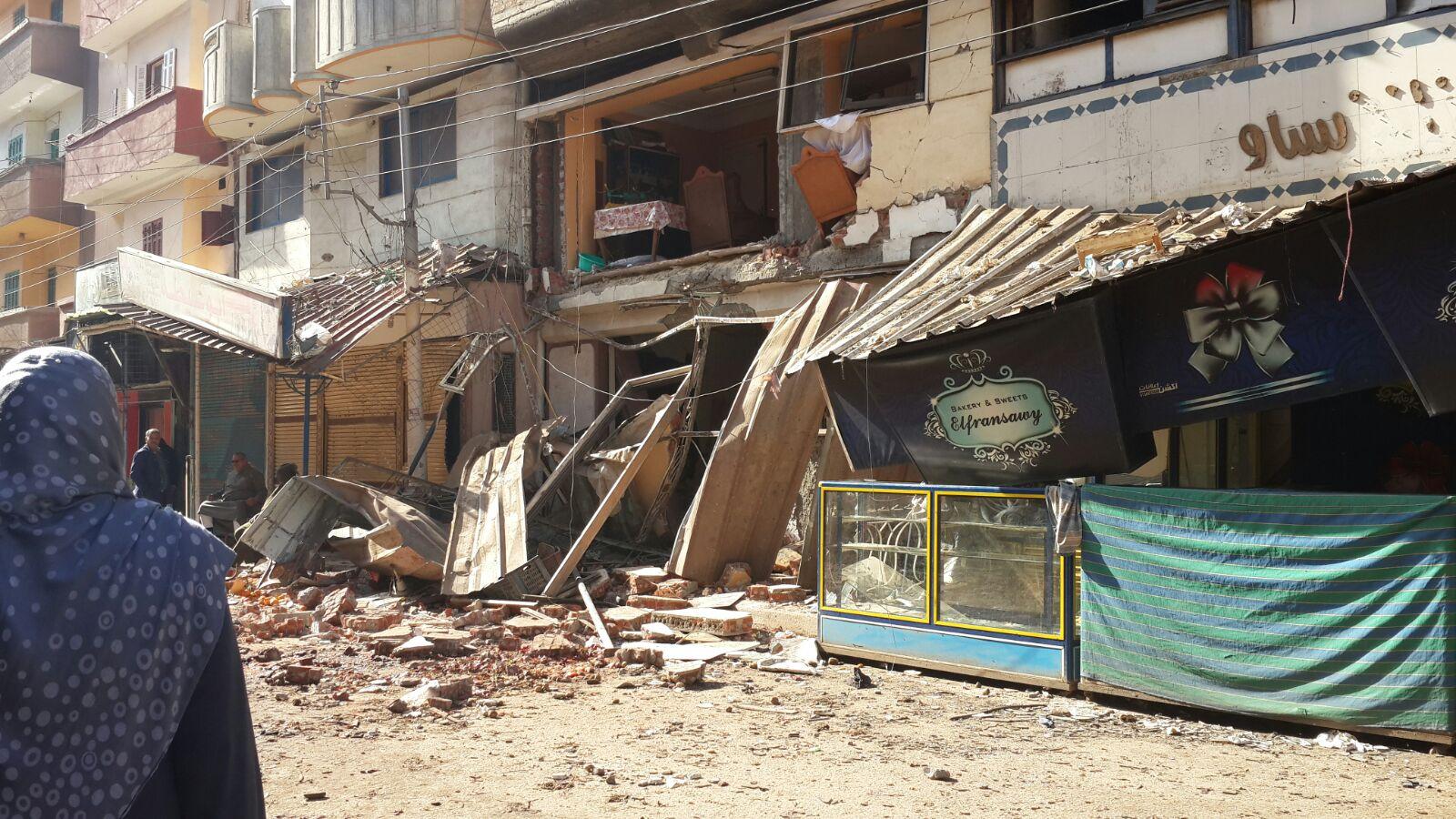 بالصور.. آثار انفجار ثلاجة الفواكه بالمحمودية (6 مصابين في الحادث)